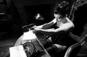 WaltherPPK_and_typewriter