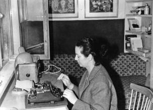 mira_mihelic_typewriter
