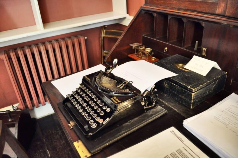 Thomas-Hardy-Typewriter2