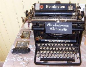 moa-remington_typewriter0