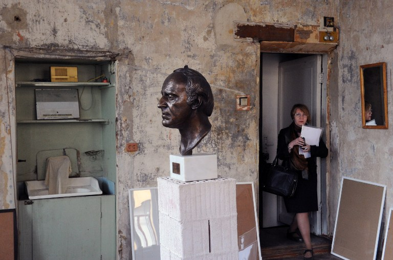 A woman visits the museum-apartment Joseph Brodsky in Saint Petersburg, on May 22, 2015. The museum will open its doors to the public on May, 24, 2015. Brodsky, a Nobel Prize winner Soviet dissident who emigrated to the West, lived in this flat from 1955 to 1972 years with his parents. AFP PHOTO / OLGA MALTSEVA